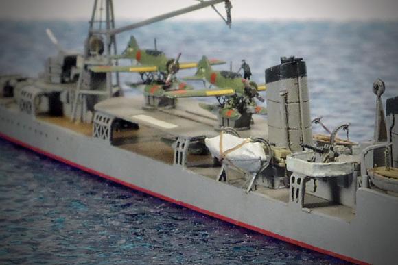 「羽風」の航空作業甲板下の予備フロート