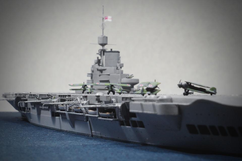 アオシマ1/700「イラストリアス」の飛行甲板と「ソードフィッシュ」雷撃機