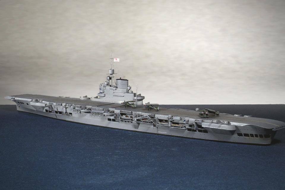 アオシマ1/700「イラストリアス」を左舷から