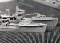 左右非対称の舷窓位置を特定する
